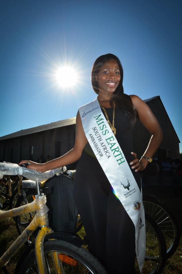 Mike Tsotetsi of CATHSSETA with Amanda Ndiki Miss Earth Ambassador and the Provincial MEC Wishing the Mzansi Tour Cyclists All the Best of luck