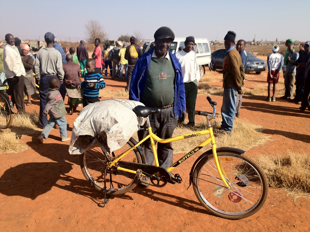 Qhubeka Buffalo bicycles are able to transport up to 250kg. This man collects scrap metal, which he loads on his bicycle and then sells for cash